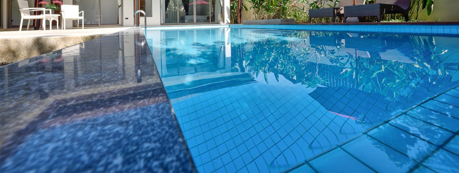 3e piscines votre service latresne for Fourniture pour piscine